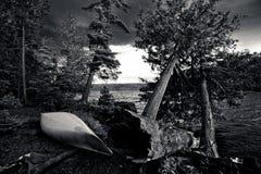 Sitio para acampar blanco y negro Imagen de archivo