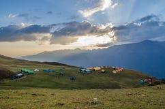 Sitio para acampar bugyal de Bedni Imagen de archivo