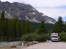 Sitio para acampar de Creekside Fotografía de archivo