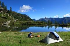 Sitio para acampar de la montaña Foto de archivo libre de regalías
