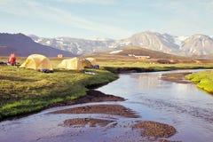 Sitio para acampar en Alftavatn, Islandia Fotografía de archivo