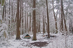 Sitio para acampar en la nieve fotos de archivo