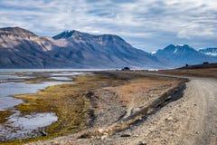 Sitio para acampar en Longyearbyen cerca de la costa Foto de archivo