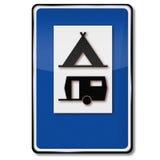 Sitio para acampar, tiendas y caravanas Imágenes de archivo libres de regalías
