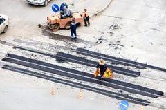 Sitio, piedras, grava y asfalto de la construcción de carreteras Foto de archivo