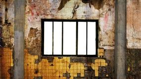 Sitio sucio con el marco de ventana en blanco imagen de archivo
