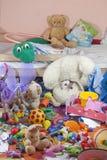 Sitio sucio de los cabritos con los juguetes Fotografía de archivo
