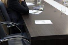 Sitio vacío en la mesa de reuniones Foto de archivo