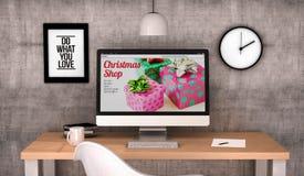 Sitio web de la tienda de la Navidad del ordenador del espacio de trabajo Imagen de archivo libre de regalías
