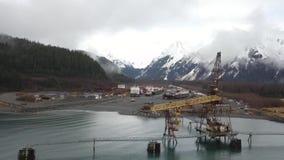 Sitio y astillero industriales viejos en Alaska almacen de metraje de vídeo