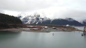 Sitio y astillero industriales viejos en Alaska almacen de video