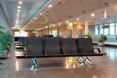 Sitios vacíos en zona de espera del aeropuerto Foto de archivo libre de regalías