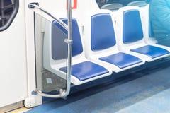 Sitios vacíos libres en el transporte de pasajero público, interior imagen de archivo