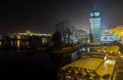 Sitka在伏尔塔瓦河河,布拉格,捷克的水塔 免版税图库摄影