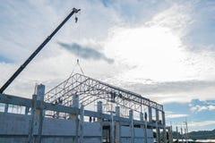 Sito in costruzione con il lavoratore dell'appaltatore Fotografia Stock