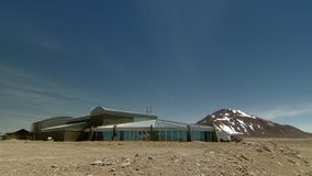 Sito di astronomia di ALMA a San Pedro de Atacama, regione di Antofagasta/Cile archivi video