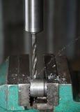 Sito di produzione, la perforatrice nel lavoro Fotografie Stock