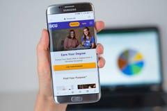 Sito Web dell'università di Grand Canyon sullo schermo del telefono fotografia stock libera da diritti