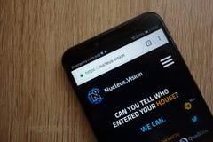 Sito Web di cryptocurrency di visione NCASH del nucleo visualizzato sullo smartphone 2018 di Huawei Y6 fotografie stock libere da diritti