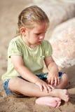 sitta för flicka som är litet Royaltyfri Foto