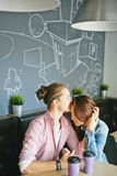 Sitta i cafe royaltyfri fotografi