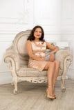 Sitta i stolen Royaltyfri Bild