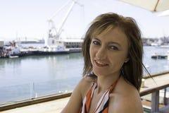 Sitta på skeppsdockan av fjärden Royaltyfri Bild