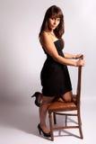 sittande kvinna för härlig stol royaltyfria bilder