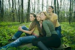 sittande kvinnor Fotografering för Bildbyråer