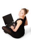 sittande le kvinna yong för golv Royaltyfri Bild