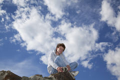 sittande le tonåringvägg Fotografering för Bildbyråer