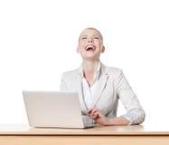 sittande tabell för affärskvinnakontor royaltyfri foto