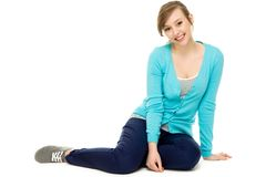 sittande tonåring för kvinnlig fotografering för bildbyråer