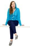 sittande tonåring för kvinnlig royaltyfri fotografi