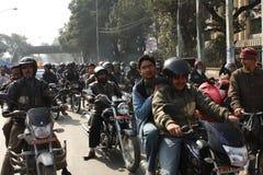 sitter fast motorcykeltrafik Royaltyfri Fotografi