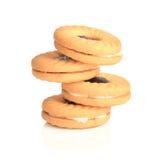 Sitter fast smaklig guling bakade kakor med det röda bäret Royaltyfri Foto
