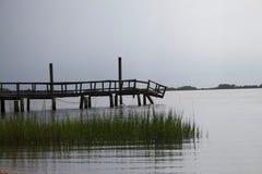 Sittin auf dem Dock auf der Bucht Stockbilder