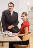 sitting för affärsskrivbordfolk Arkivbilder