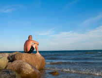 Sitting Man at the sea Royalty Free Stock Photos