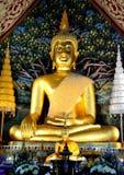 Sittingb dell'oro di immagini di Buddha bello Immagini Stock Libere da Diritti