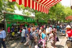 Situação aglomerada do mercado no Pequim China imagens de stock royalty free