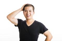 Situación asiática joven del hombre aislada en blanco fotos de archivo