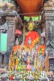 Situación de Buda en templo de la montaña de Phou de Wat Phu o de la cuba Imagen de archivo libre de regalías
