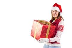 Situación de la muchacha mientras que lleva a cabo un presente Foto de archivo libre de regalías