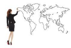Situación de la mujer de negocios y mapa global del dibujo Foto de archivo libre de regalías