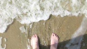 Situación de la persona en la playa metrajes