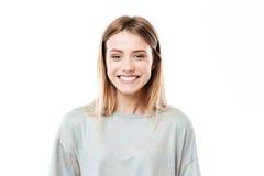 Situación feliz de la mujer joven aislada sobre el fondo blanco imagen de archivo