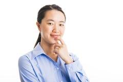 Situación joven de la mujer de negocios aislada en blanco imagenes de archivo