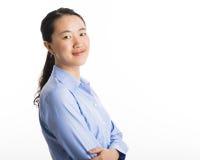 Situación joven de la mujer de negocios aislada en blanco fotos de archivo libres de regalías