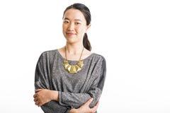 Situación joven de la mujer de negocios aislada en blanco Imágenes de archivo libres de regalías